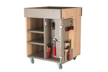 materialevogn indrettet med værktøj til børn