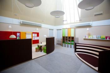 kreativt læringsrum og fortælletrappe i Børnehuset bjørnemosen