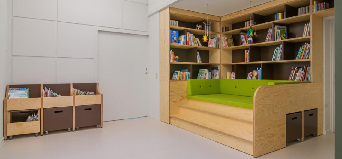 bibliotek/læringscenter på den internationale skole i billund. Bogvogne og bogkasser