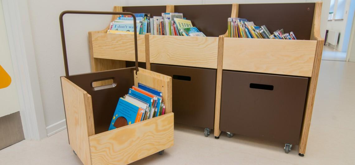bogvogne og bogkasser til bibliotek/læringscenter på den internationale skole i billund