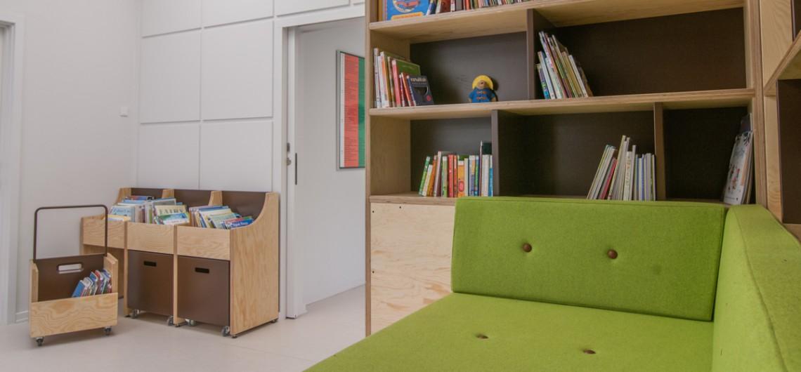 inventar. bogvogne. bogkasser. bibliotek,den internationale skole i billund