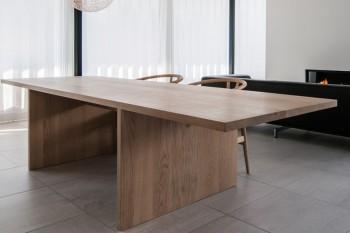 Spisebord af egetræ, sæbebehandlet